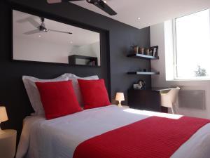 A bed or beds in a room at La Luna B&B