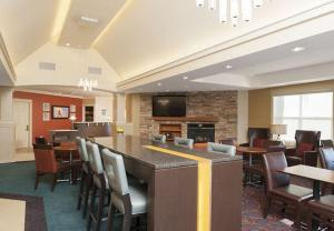The lounge or bar area at Residence Inn Holland