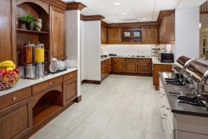 A kitchen or kitchenette at Homewood Suites by Hilton Dallas Market Center