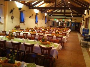 Ein Restaurant oder anderes Speiselokal in der Unterkunft Zum Landkrog
