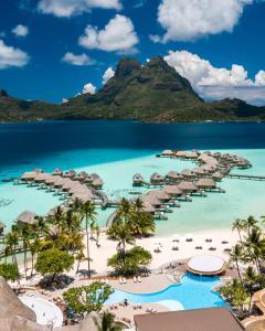 Uma vista aérea de Le Bora Bora by Pearl Resorts