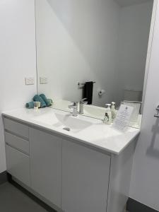 A bathroom at Botanic Apartments