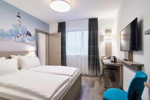 A bed or beds in a room at Best Western Hotel Kiefersfelden