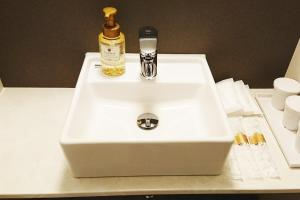 A bathroom at Lantana Osaka