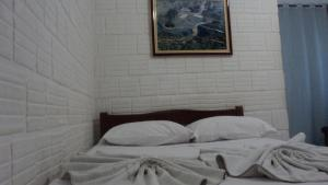 A bed or beds in a room at Chalé Apart Hotel