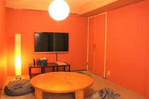 Télévision ou salle de divertissement dans l'établissement K's House Tokyo - Travelers Hostel