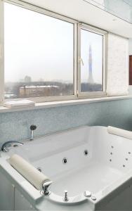 A bathroom at Zvezdnaya Hotel