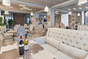Ресторан / где поесть в WHITE HILL Hotel