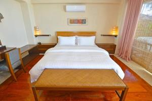 A bed or beds in a room at Mayumi Beach Villa
