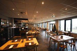 A restaurant or other place to eat at Comis Hotel & Golf Resort