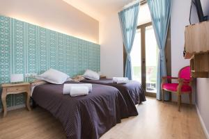 A bed or beds in a room at Violeta Boutique