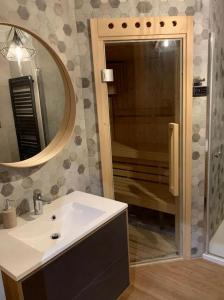 Łazienka w obiekcie Apartament Rakowicka NOVUM Centrum z miejscem parkingowym