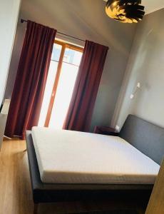 Łóżko lub łóżka w pokoju w obiekcie Apartament Rakowicka NOVUM Centrum z miejscem parkingowym