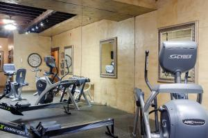 The fitness center and/or fitness facilities at The Inn at Leola Village