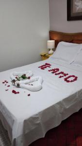 Cama ou camas em um quarto em Pousada Diamante