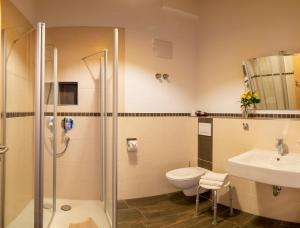Ein Badezimmer in der Unterkunft Berggasthof Sonne
