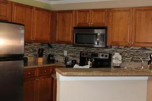 A kitchen or kitchenette at Blue Tree Resort at Lake Buena Vista