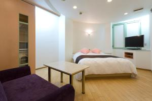 A bed or beds in a room at ジイニア十三
