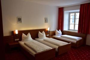 Letto o letti in una camera di Hotel Krone