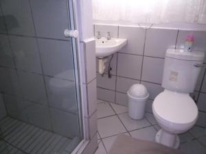 Ванная комната в Rustenburg Guesthouse
