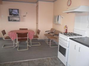 A kitchen or kitchenette at Motel Dimboola