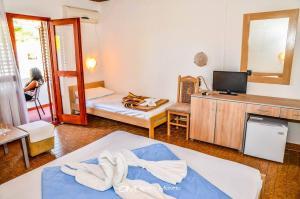 Un pat sau paturi într-o cameră la FKK Ada Bojana
