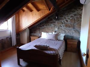 Uma cama ou camas num quarto em Casas do Cruzeiro