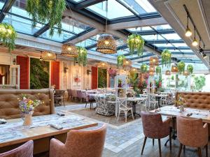 Ресторант или друго място за хранене в Космополитан Хотел & Уелнес