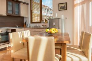 A kitchen or kitchenette at Montemar Villas