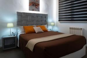 A bed or beds in a room at Apartaments y Habitacions Entre Volcans