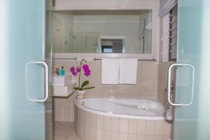 A bathroom at Brenton Haven Beachfront Resort