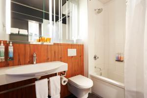 A bathroom at Alt Hotel Ottawa