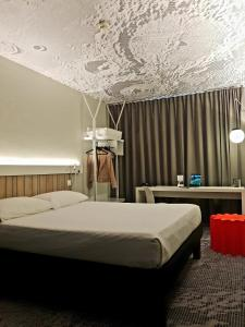 A bed or beds in a room at ibis Luxembourg Aeroport