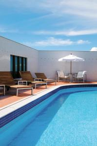 The swimming pool at or close to Meliá Brasil 21
