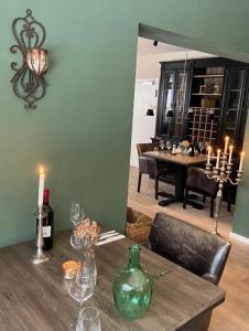 A restaurant or other place to eat at Wittgensteiner Landhaus Winterberg