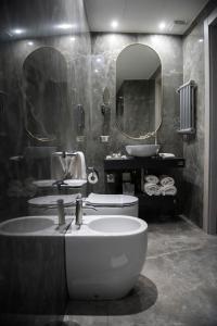 Ein Badezimmer in der Unterkunft Antico Albergo del Sole al Pantheon