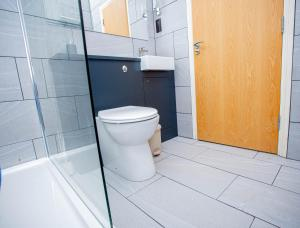 A bathroom at Angel Court - Northampton