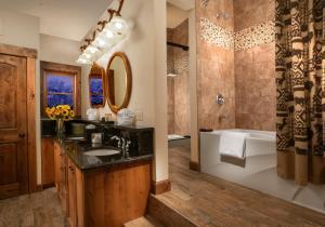 A bathroom at Parkway Inn
