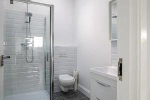 A bathroom at The Views