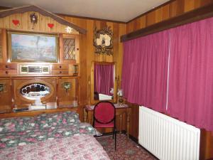 A seating area at Karelia Alpine Lodge