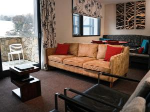 A seating area at Squatters Run Apartments