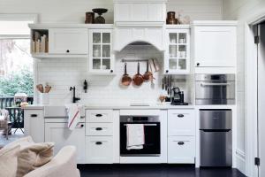 A kitchen or kitchenette at The Blackwood Sassafras
