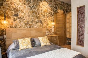 Ένα ή περισσότερα κρεβάτια σε δωμάτιο στο «Σκλάβας Χνάρι» Παραδοσιακός Ξενώνας