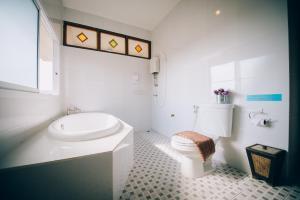 A bathroom at Good Times Resort