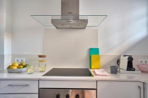 A kitchen or kitchenette at Lugaris Rambla