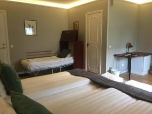 A bed or beds in a room at Södra Hotellet