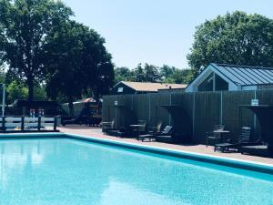 Het zwembad bij of vlak bij Camping de Brem