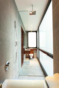 A bathroom at URBN Boutique Shanghai