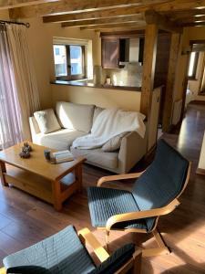 A seating area at Apartaments Gran Vall