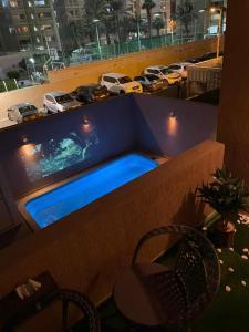 المسبح في فيلا الفيروز Turquoise villa أو بالجوار